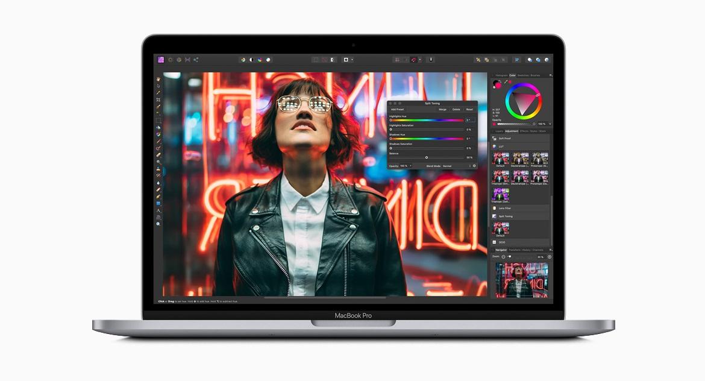 13-дюймовый MacBook Pro обладает компактным алюминиевым цельным корпусом серого или серебристого цвета и весит всего 3 фунта, а также обладает высокой производительностью и передовыми технологиями.