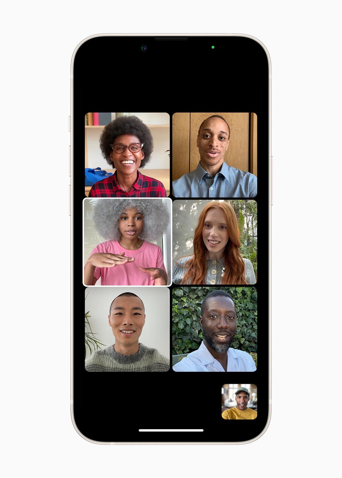 В iOS 15 Group FaceTime отображает участников в виде плиток одинакового размера в виде сетки.